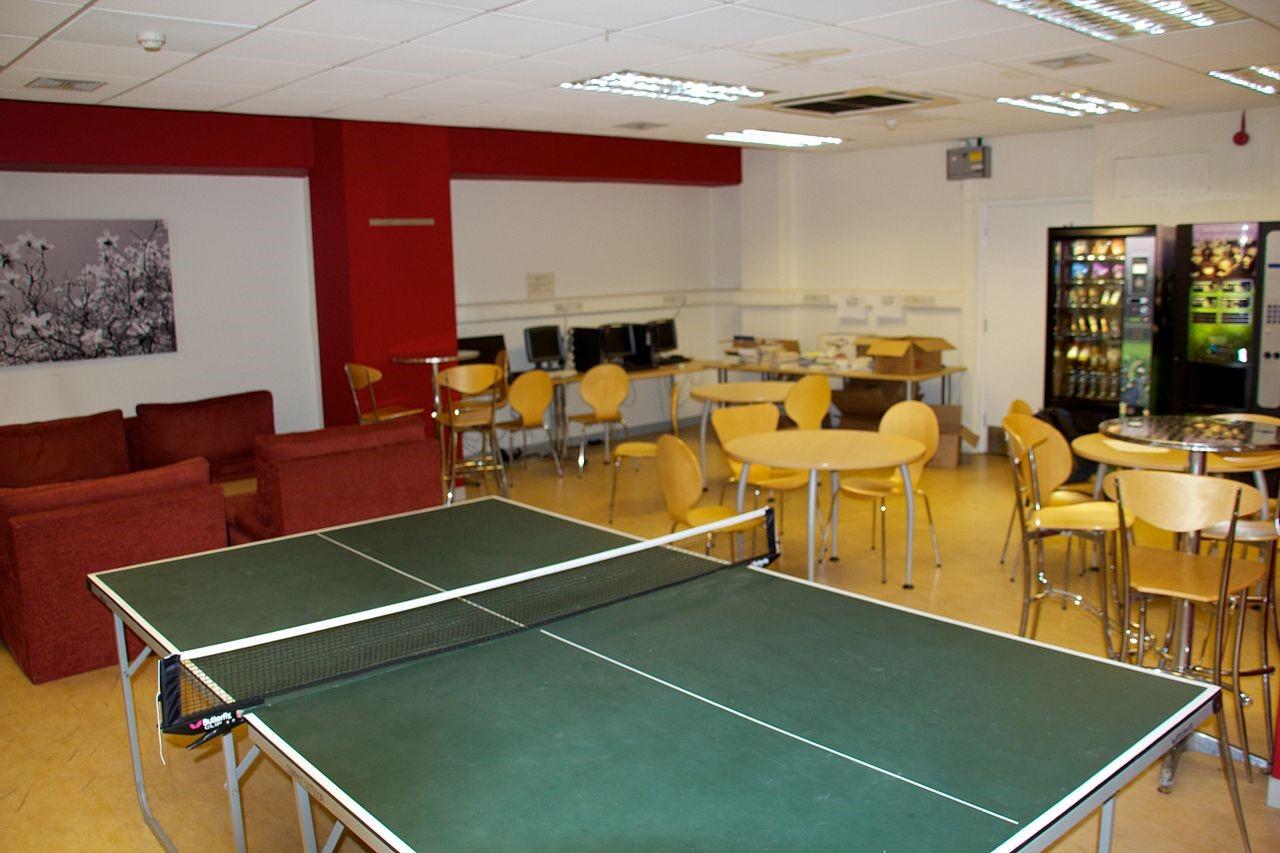 Interiorismo de oficinas: mesa de ping pong