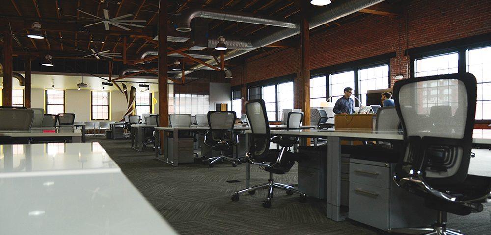 Te contamos por qué la ergonomía es tan importante en el equipamiento de oficinas