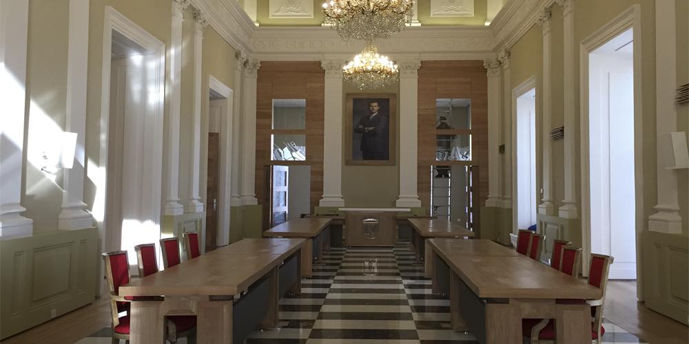 Salón de Plenos en Cáceres por Mofexsa